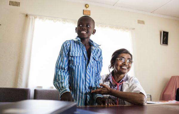 2014. Oggi Takunda è un ragazzo vivace e frequenta le scuole superiori con grande passione. La sfida è stata vinta: abbiamo fermato l'AIDS sul nascere! Foto di Roger Lo Guarro.