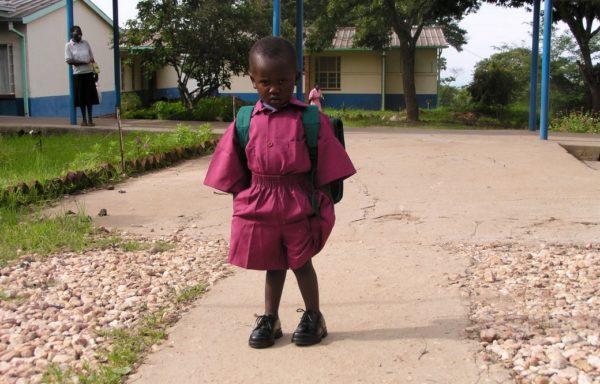 16 febbraio 2004. Takunda affronta il primo giorno di scuola materna.