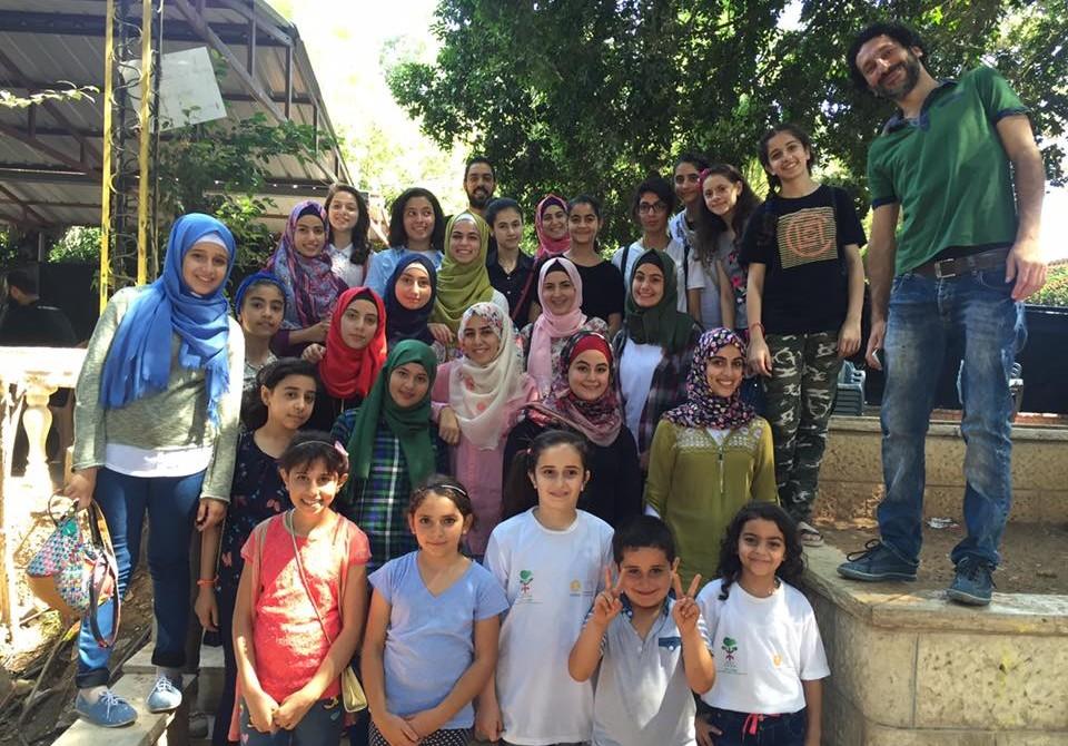 Il gruppo di ragazze che ha preso parte ai campi ambientali organizzati da Cesvi nel Governatorato di Tulkarem.
