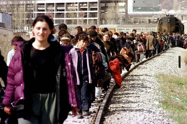 Marzo 1999. Profughi di etnia albanese deportati con i treni verso il confine macedone. Questo avveniva 54 anni dopo la liberazione di Auschwitz. Foto di Livio Senigalliesi.