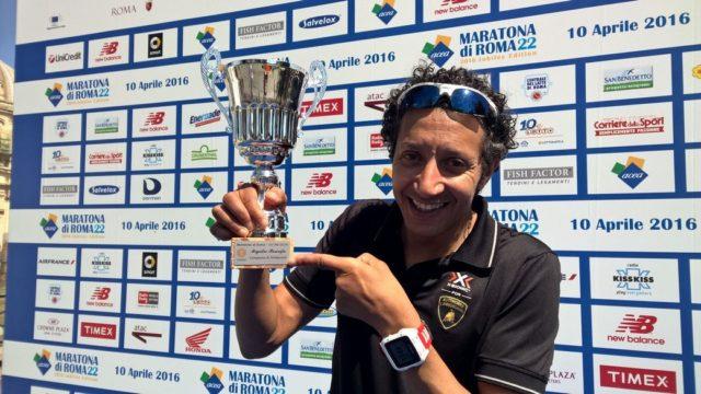 Migidio Bourifa, il maratoneta 4 volte campione italiano, alla Maratona di Roma ha sostenuto Cesvi con La carica che hai dentro.