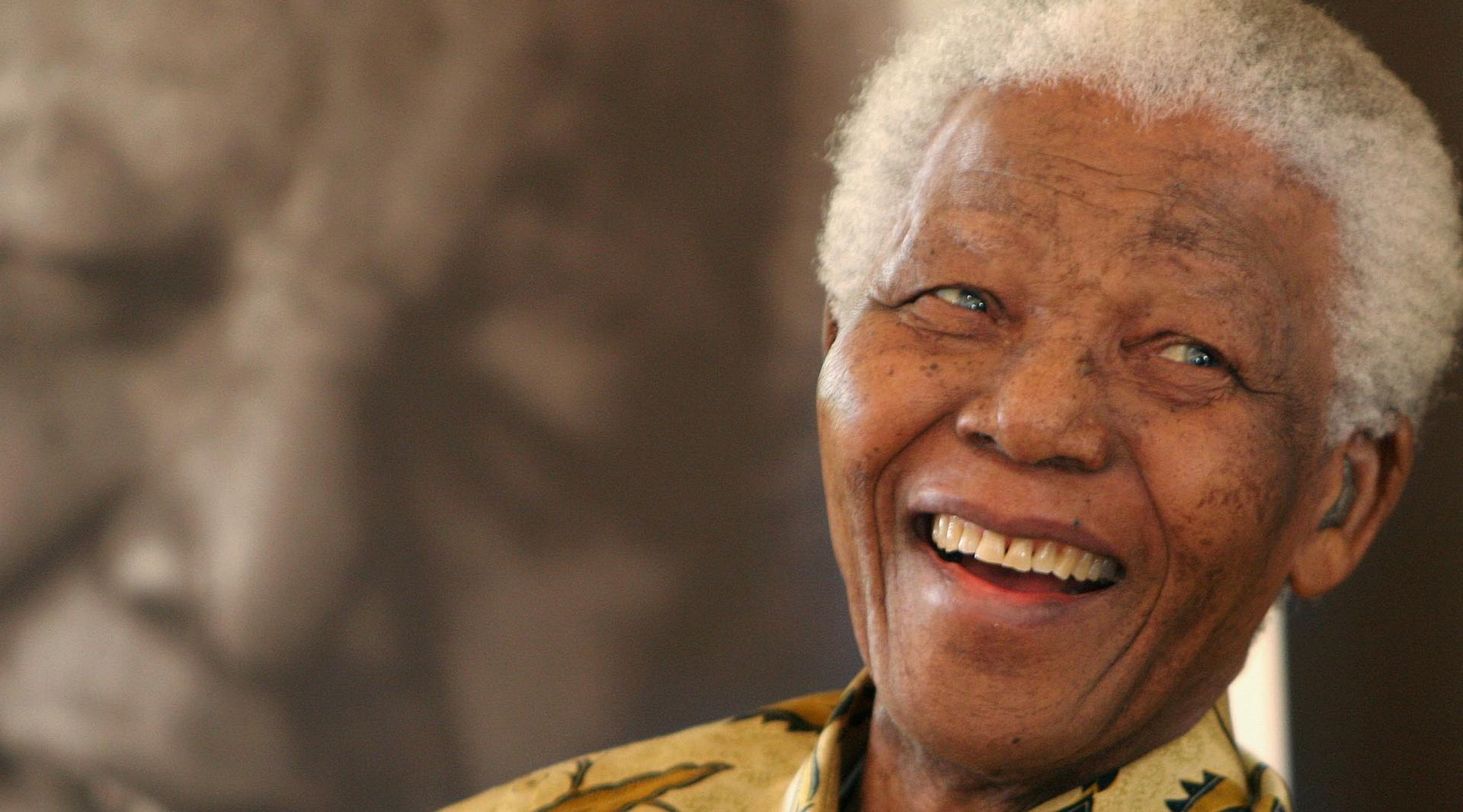 Ritratto di Nelson Mandela.