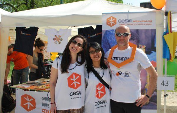 Marco Orlandi dell'associazione sportiva varesina Venti9 è promotore della Tribù che corre, una camminata solidale che ogni anno sostiene i progetti Cesvi a tutela dell'infanzia.