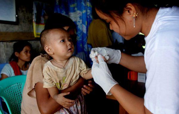 Test per la malaria in Myanmar. Foto di Valeria Turrisi.