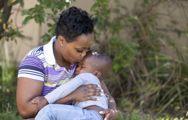 Asande e il suo bambino. Foto di Roger Lo Guarro.