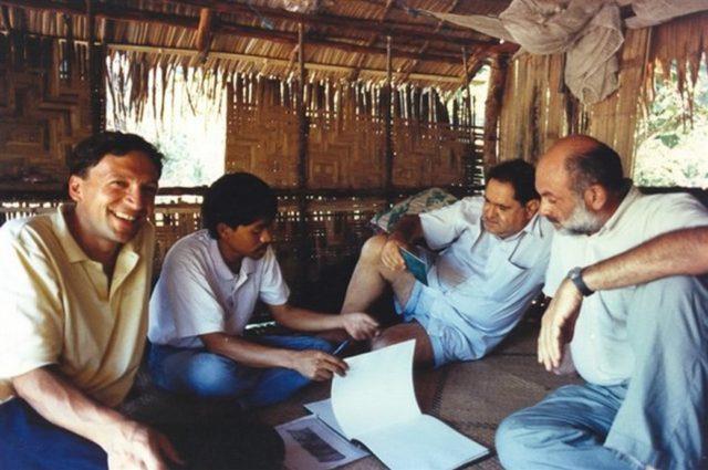 Giangi Milesi, allora membro del Consiglio direttivo di Cesvi, in missione in Thailandia nel 1993.