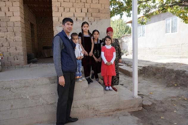 Saidali e Cesvi: una storia lunga 12 anni. In fotografia con la moglie e i quattro figli.