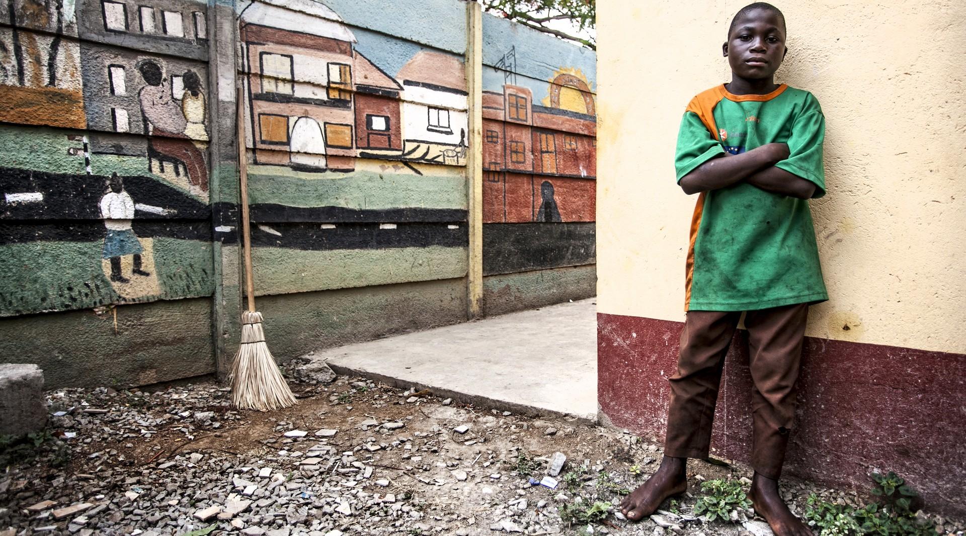 bambini africani, storie di strada Foto di Roger Lo Guarro.