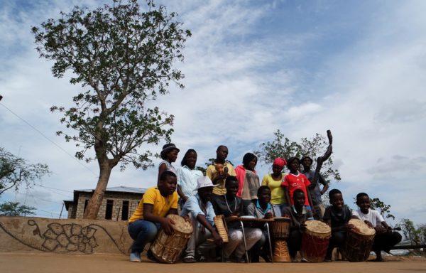 Musica con strumenti tradizionali.