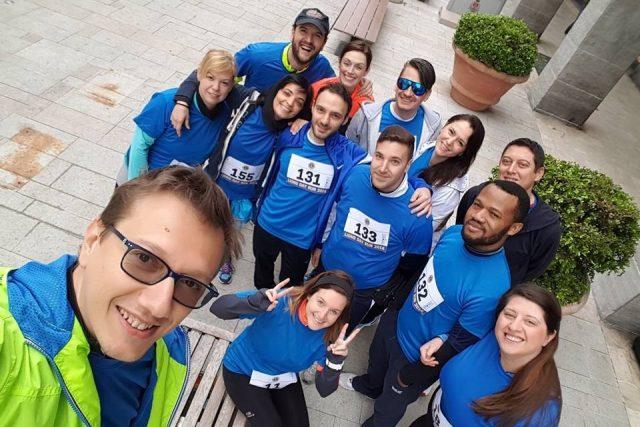 Daniele Barbone ha creato un gruppo di aziende nel settore della Green Economy e della formazione. Unisce la passione per il lavoro a quella per la corsa a piedi, mettendo al centro la solidarietà. Raccoglie fondi per i progetti Cesvi di sicurezza alimentare attraverso le iniziative sportive e la sua rete di conoscenze.