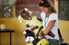 Intervista a Cristina Parodi, madrina delle Case del Sorriso